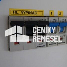 Zapojení hlavního vypínače v rozvaděči včetně okolních propojů