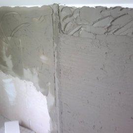 vyrovnání stěn lepidlem