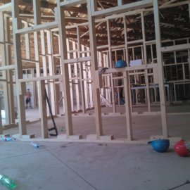 sádrokartonové příčky na dřevěné konstrukci