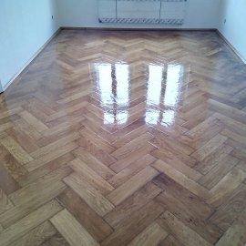 nalakovaná podlaha