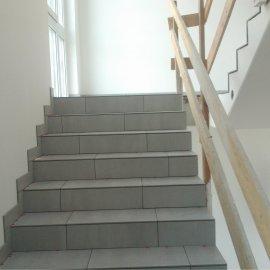 schody po obložení dlažbou