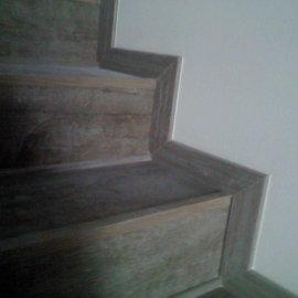 položená dlažba na schodech