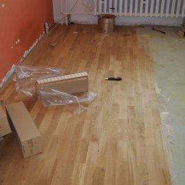lepení podlahy