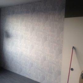 vymalování pokoje a natažení tapety