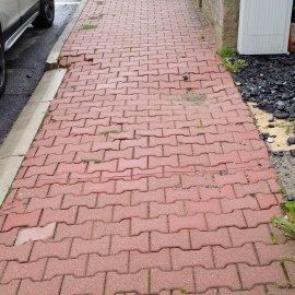 propadnutý chodník
