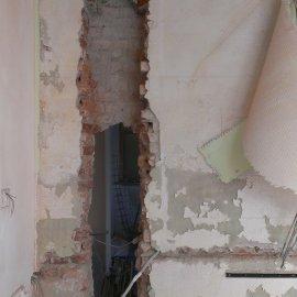 vybourání nosného zdiva pro sloupy