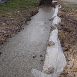 zalití ztraceného bednění betonem