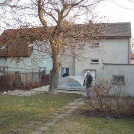 garáž a rodinný dům před rekonstrukcí
