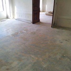 podlaha před renovací