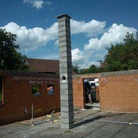 dokončená stavba komínového systému