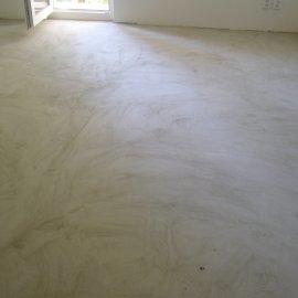 vyrovnání podlahy samonivelační stěrkou