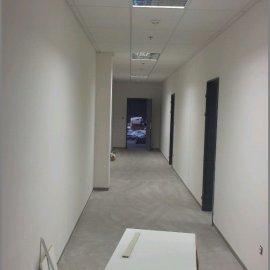 montáž SDK v chodbě