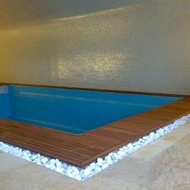 mozaiková dlažba u bazénu