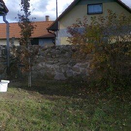 vyzdění plotu z kamene