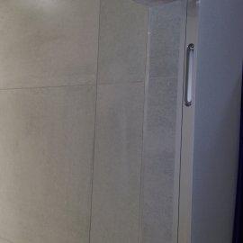 Praha 5 - Košíře -  Rekonstrukce koupelny a WC - stěna