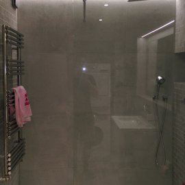 Praha 5 - Košíře -  Rekonstrukce koupelny a WC - zástěna