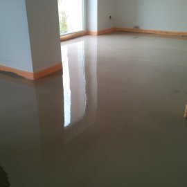 Řitka - RD - podlahy - vylití nivelační stěrkou