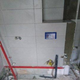 Rekonstrukce bytu na podkovce - montáž obkladů