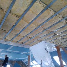 sádrokartonové příčky a podhledy - zaizolovaná konstrukce