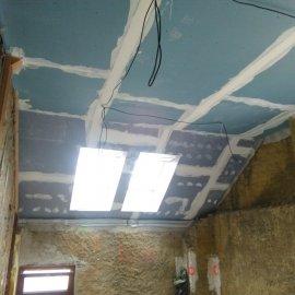 sádrokartonové příčky a podhledy - původní stěny