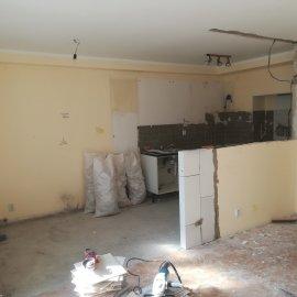 Rekonstrukce bytu Dejvice - bourací práce kuchyň