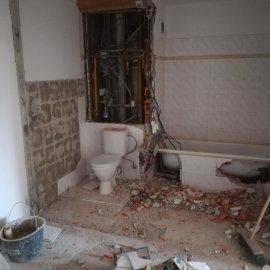 Rekonstrukce Mokrá - bourání koupelny a wc