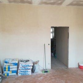 kompletní rekonstrukce bytu Praha 3 - vyštukovaná stěna