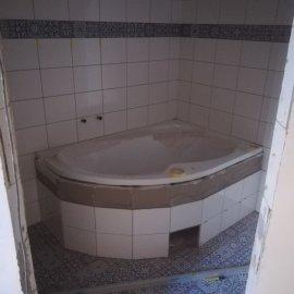 kompletní rekonstrukce bytu Praha 3 - obložení koupelny