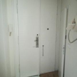 kompletní rekonstrukce bytu Praha 3 - vstupní dveře