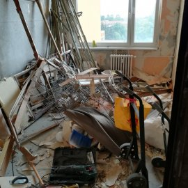 kompletní rekonstrukce panelákového bytu - demolice