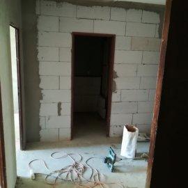 kompletní rekonstrukce panelákového bytu - příčka do koupelny