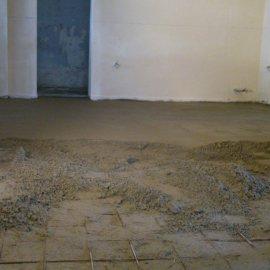 rekonstrukce RD - betonování podlahy