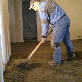 rekonstrukce RD - betonování podlahy - chodba