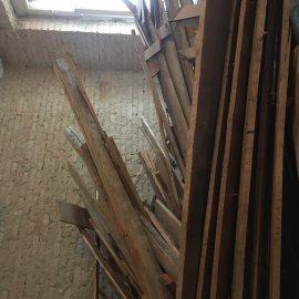 Rekonstrukce dvou bytů - dřevěný odpad