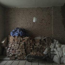 Rekonstrukce dvou bytů - oklepané cihly