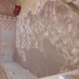 rekonstrukce bytu v Praze 10 - spárování dlažby v kuchyni