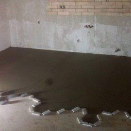 rekonstrukce bytu v Praze 10 - srovnání podlahy pod dlažbu