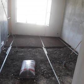 rekonstrukce bytu v Praze 10 - vyrovnání podkladu liaporem