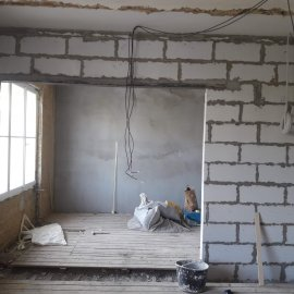 rekonstrukce bytu v Praze 10 - vystavení ytongové příčky