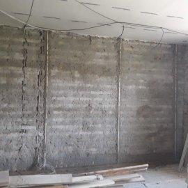 rekonstrukce bytu v Praze 10 - špricování stěny