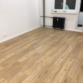 Rekonstrukce 3+kk Praha 10 - vinylová podlaha s podložkou