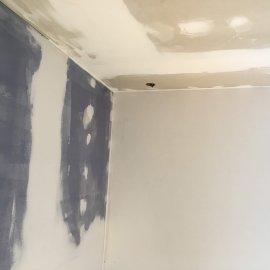 Rekonstrukce 3+kk Praha 10 - sádrokartonová příčka a podhled