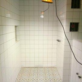 Rekonstrukce 3+kk Praha 10 - obklad ve sprchovém koutu