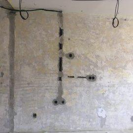 Rekonstrukce 3+kk Praha 10 - rozvod elektro v betonové příčce