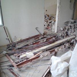 Rekonstrukce 3+kk Praha 10 - bourání betonové příčky