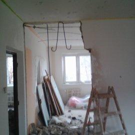 Rekonstrukce 3+kk Praha 10 - bourací práce