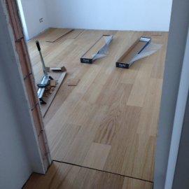 Praha Holešovice - pokládka podlahy