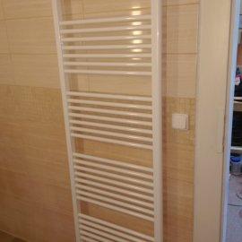 Praha 10 - rekonstrukce koupelny - topný žebřík