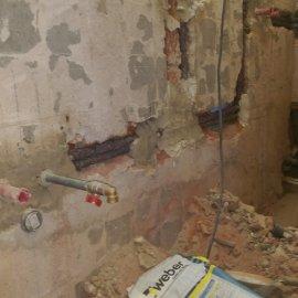 Praha 10 - rekonstrukce koupelny - potrubí voda
