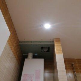 Rekonstrukce bytu v Bráníku - zapravení SDK podhledu po montáži komína